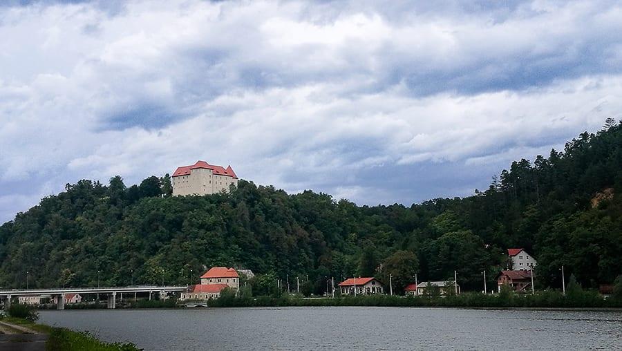 Grad Rajhenburg nad reko Savo