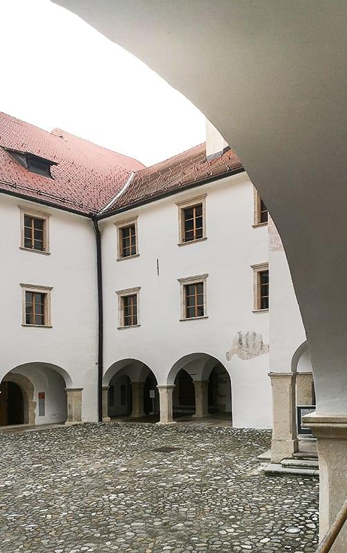 grajsko dvorišče, grad Rajhenburg, Posavje