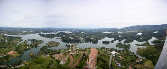 jezerna pokrajina okoli mesta Guatape, Kolumbija