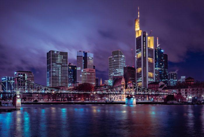 Frankfurt skyline - stolpnice v Frankfurtu