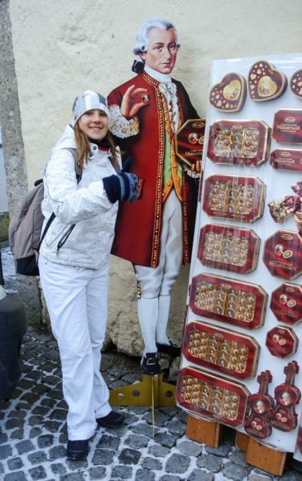 kip Mozarta in reklama za mozartove kroglice