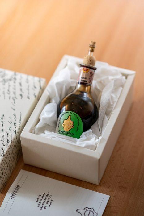 bučkasta steklenica balzamičnega kisa