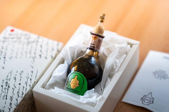 steklenička balzamičnega kisa iz Modene