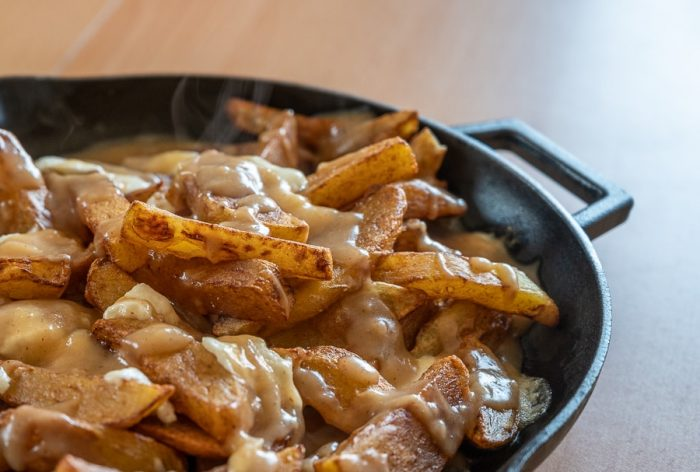 pečen krompir - poutine, Kanada