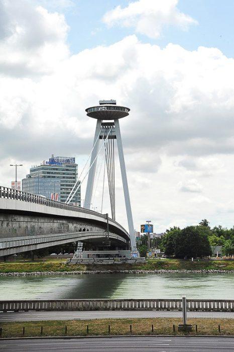 Most SNP z okroglo (UFO) razgledno ploščadjo