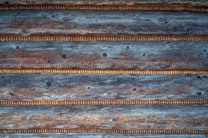 lesene brune in vmes lesena volna