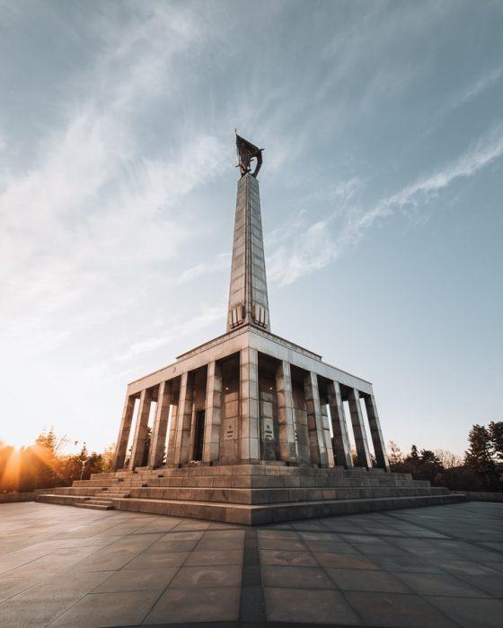 znamenitosti Bratislave: spomenik Slavin, največji vojni spomenik v srednji evropi