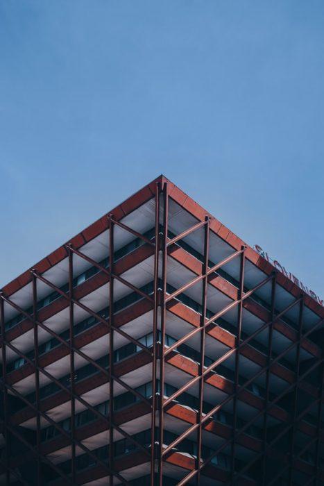 jeklena piramidasta stavba v Bratislavi, Stavba Slovaškega radia in televizije