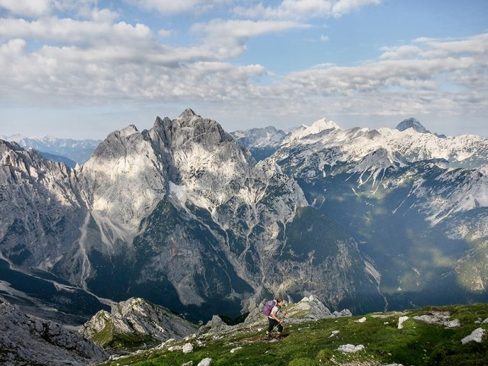 ženska hodi v gore