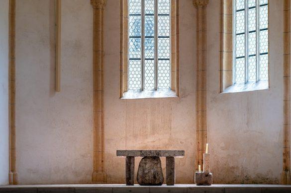 oltar v gotski cerkvi kartuzija Pleterje