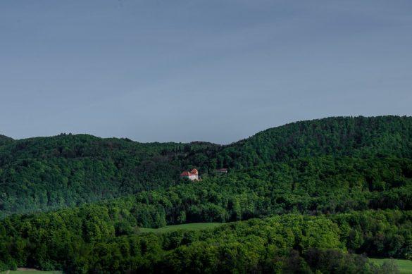 grad Podsreda v izredno zeleni okolici