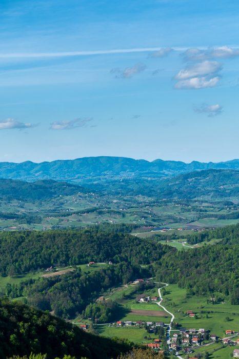 pogled na zeleno gričevnato pokrajino Kozjansko