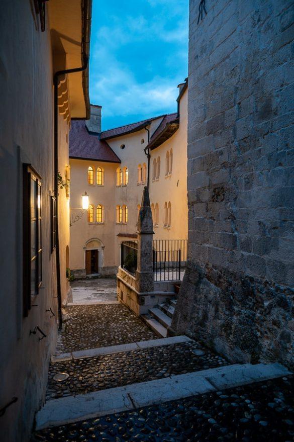 večer v gradu Pišece