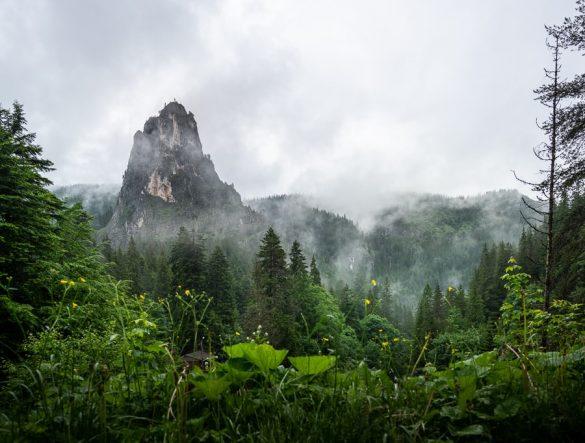 Mogočna gora Oltar nad sotesko Bicaz, Romunija top znamenitosti