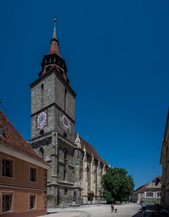 črna gotska katedrala v mestu Brasov, Romunija