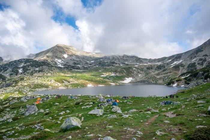 kamp ob ledeniškem jezeru v parku Retezat