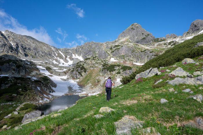 ženska v gorah, Karpati, Romunija treking
