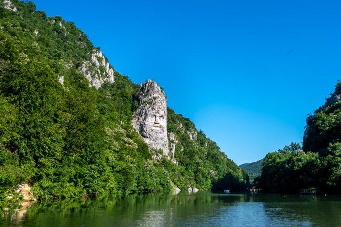 Decebal, skulptura nad reko Donavo, soteska donave, Romunija