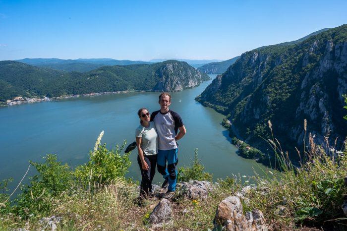 moški in ženska nad sotesko Donave