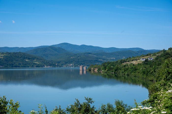 Tri Kule - trije stolpi v reki Donavi. Romunija