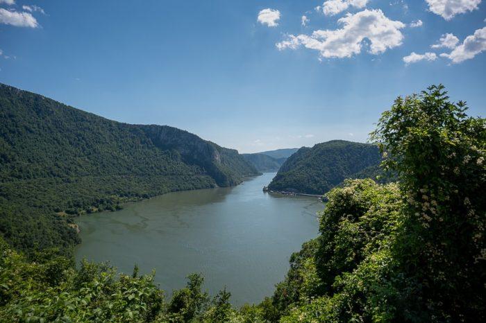 reka Donava in njen najširši ter najožji del struge