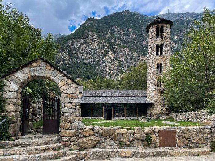 kamnita cerkev Santa Coloma, ANdora