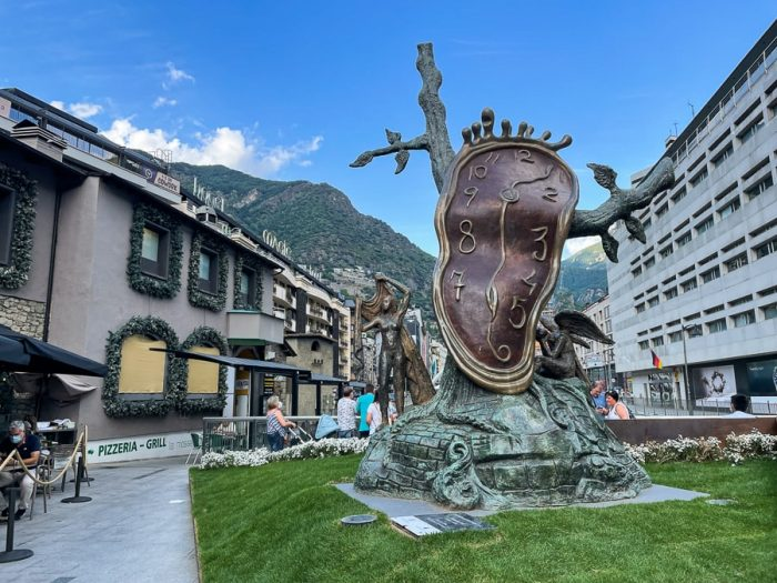 Dalijeva ura v glavnem mestu Andore - top znamenitost Andore