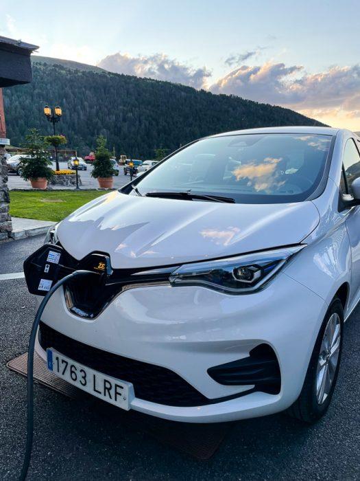 Polnjenje električnega avtomobila Zoe
