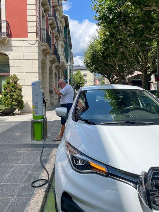 polnjenje električnega avtomobila v Španiji