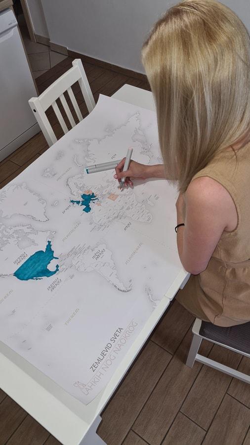 ženska barva zemljevid sveta za barvanje