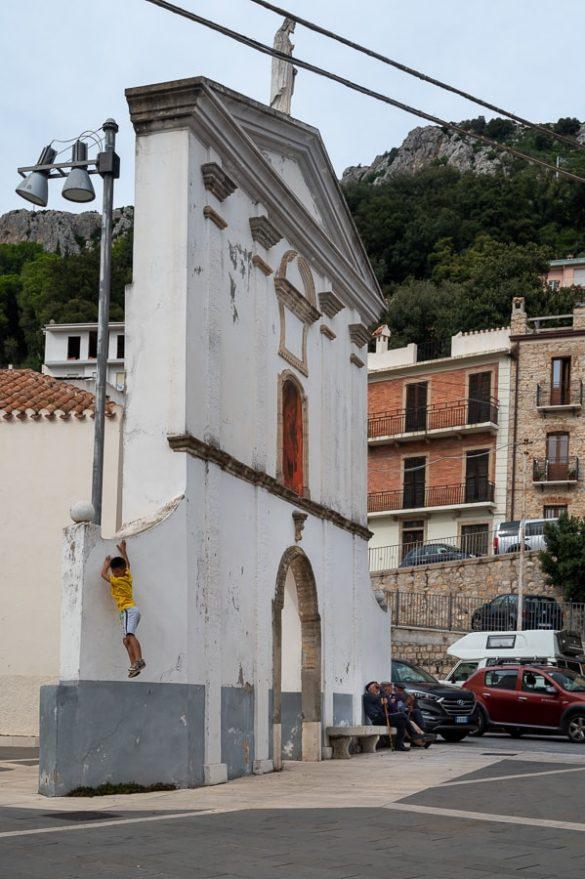 prizor vaškega življenja na Sardiniji