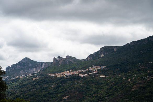 Majhna gorska vasica na Sardiniij