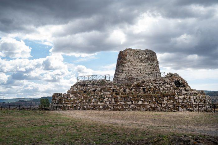 Top znamenitosti Sardinije: Ruševine Nuraghe Santu Antine, Sardinija