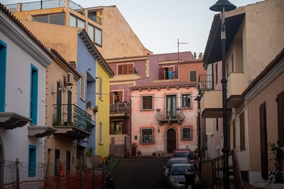 Top znamenitosti Sardinije: Pisane hišice kraja Santa Teresa Gallura na Sardiniji