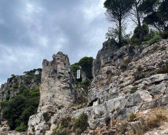 napis Ulassai ob vstopu v kanjon Ulassai
