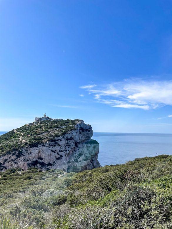 Približno 180m visoki klifi na rtu Capo Caccia